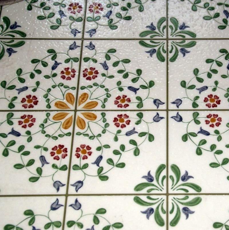 Floral tiling flooring